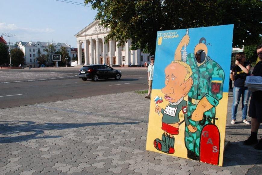 В центре Чернигова любой желающий мог повесить Путина, фото-5