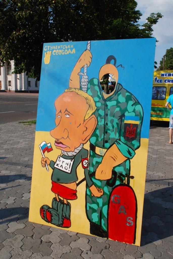 В центре Чернигова любой желающий мог повесить Путина, фото-3