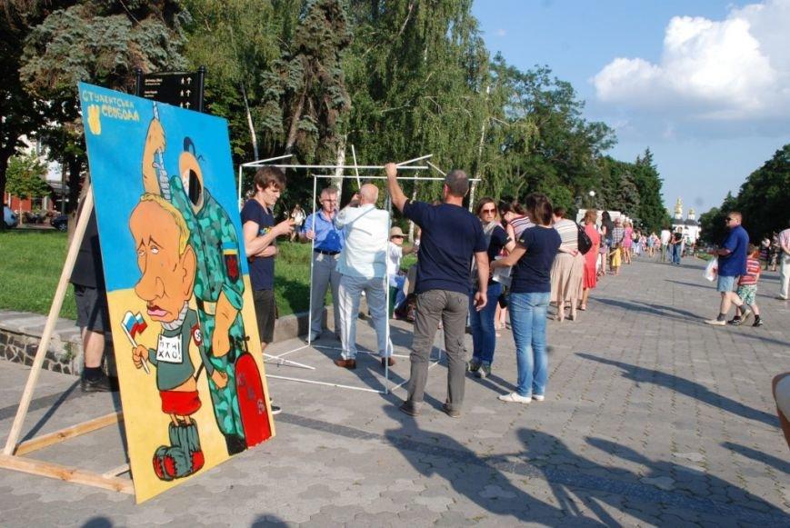 В центре Чернигова любой желающий мог повесить Путина, фото-4