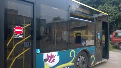 У Львові почали оновлювати інформацію для пасажирів у салонах автобусів (ФОТО), фото-1