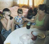 Новые «откровения» «беженцев» из Димитрова: городские шахты выкупили американцы, а в магазине невозможно купить даже хлеб, фото-3