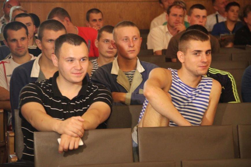 У львівському шпиталі, де лікують ранені з АТО, влаштували концерт, аби бійцям було веселіше жити (фоторепортаж), фото-8