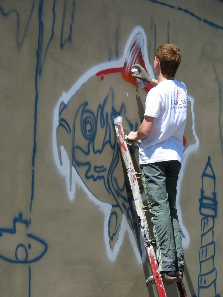 В Харькове рисуют огромное граффити напротив стадиона «Металлист», фото-1
