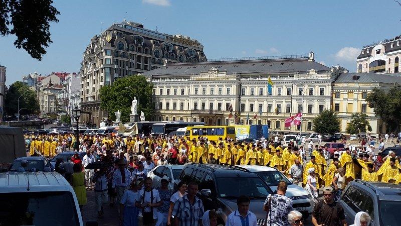 В Киеве 8 тысяч прихожан прошли крестным ходом по случаю празднования Крещения Руси-Украины (ФОТО, ВИДЕО), фото-3