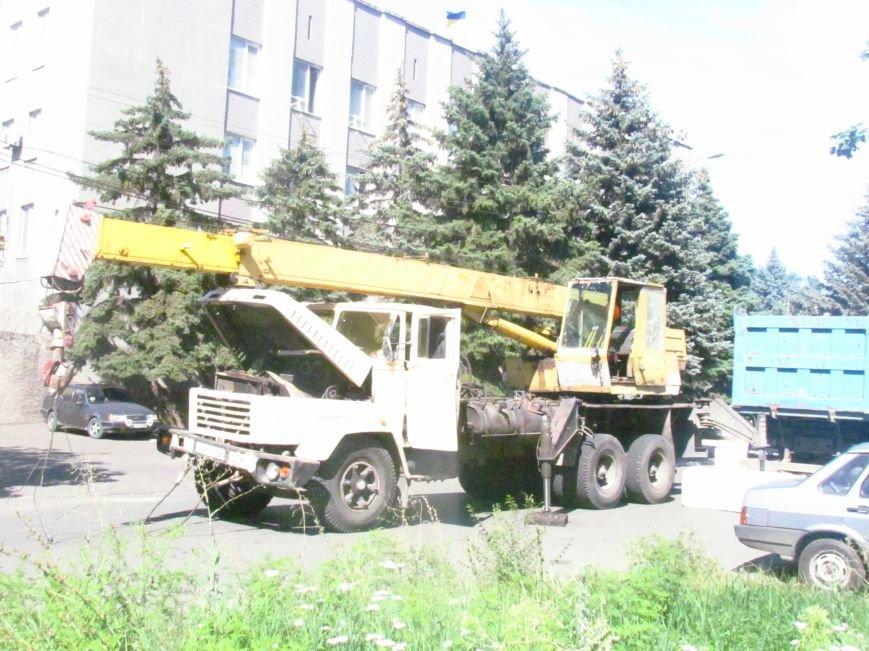 В Мариуполе у здания СБУ появились бетонные блоки (ФОТОФАКТ), фото-2