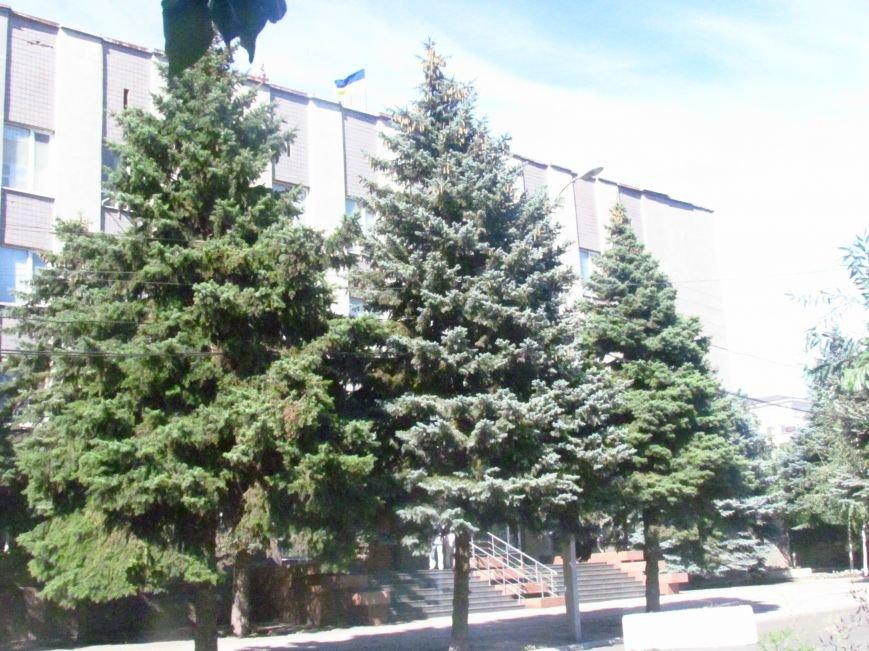 В Мариуполе у здания СБУ появились бетонные блоки (ФОТОФАКТ), фото-7