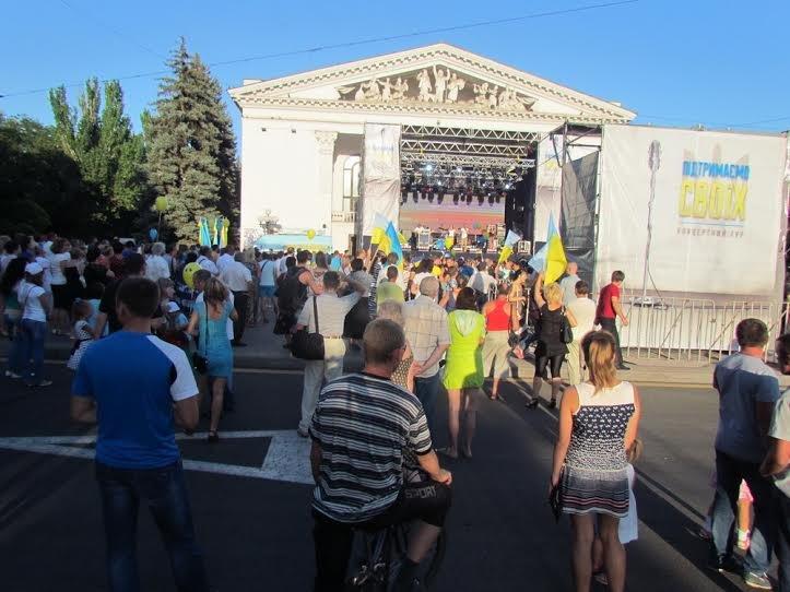 В Мариуполе стартовал концерт «В поддержку своих» (Дополнено, ФОТО), фото-1