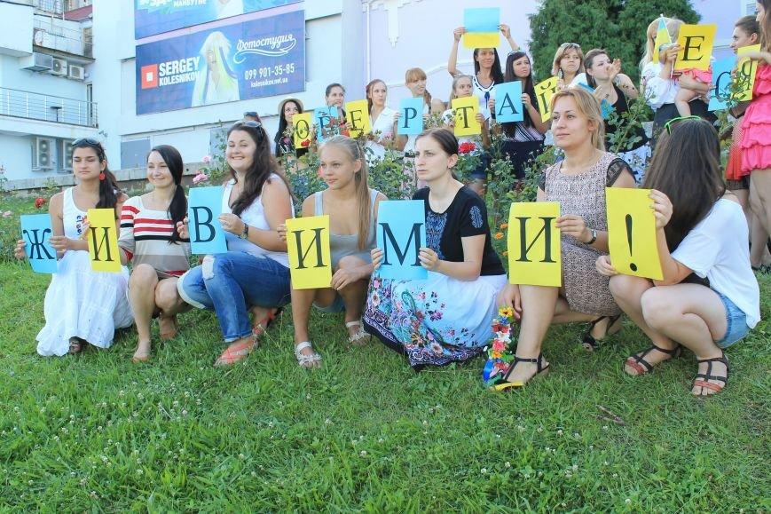 Сумчанки устроили флешмоб в центре города, чтобы поддержать военнослужащих (ФОТО), фото-8