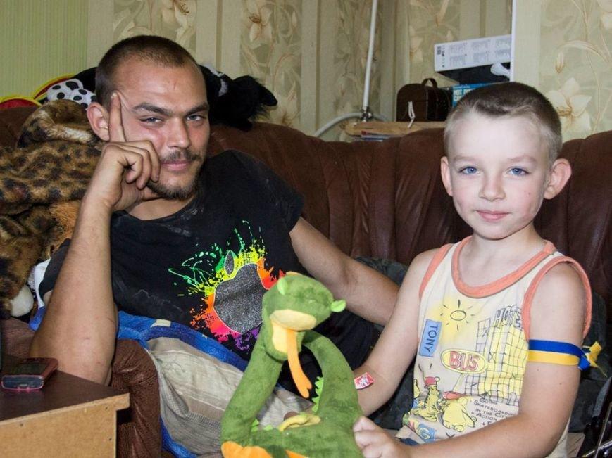 У Лисичанську посивів 5-річний малюк після того, як за ним гнались терористи та стріляли (фоторепортаж, ВІДЕО), фото-5