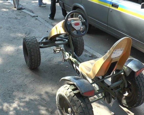 Из детского парка в Сумах подросток «угнал» веломобиль (ФОТО), фото-2
