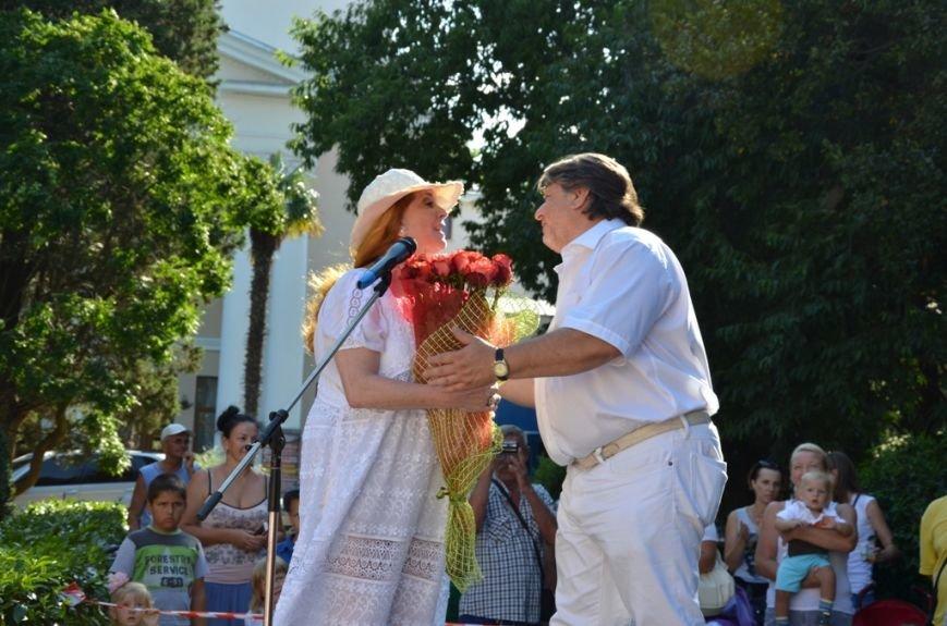 Клара Новикова открыла в Ялте памятник... своей шляпке (ФОТО), фото-6