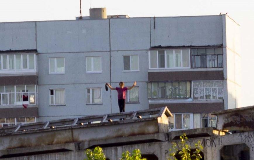 В Заволжье дети разгуливают по крышам!, фото-1