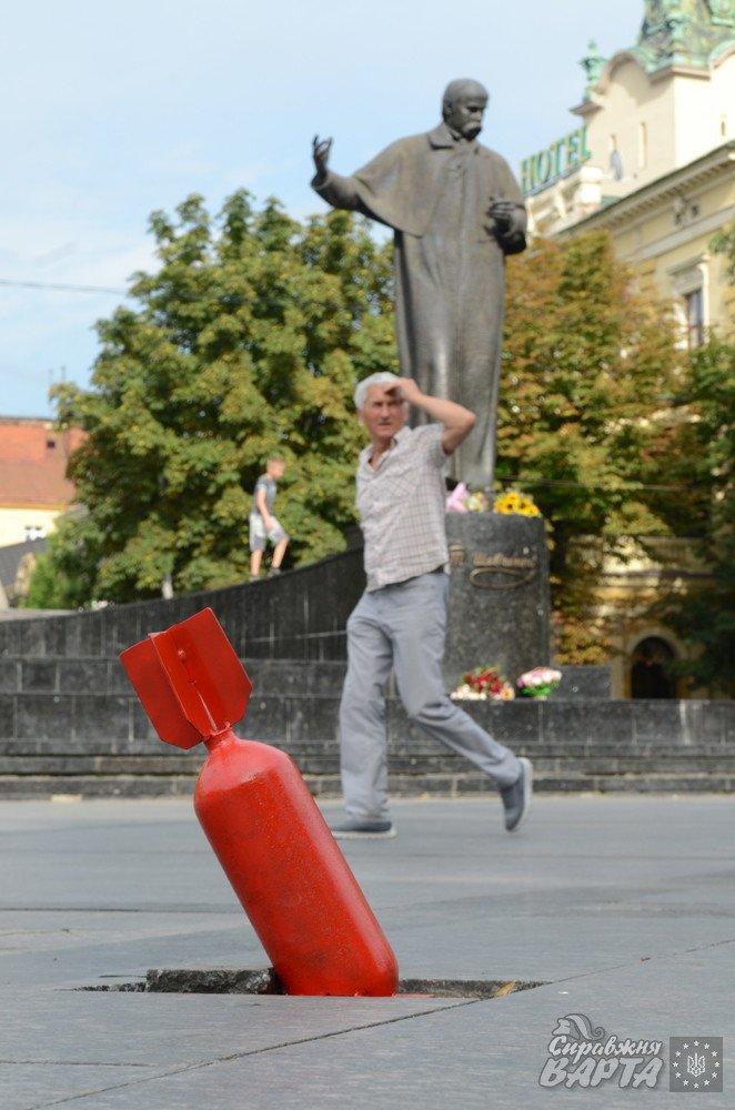 У центрі Львова «впала» авіабомба (фоторепортаж), фото-5