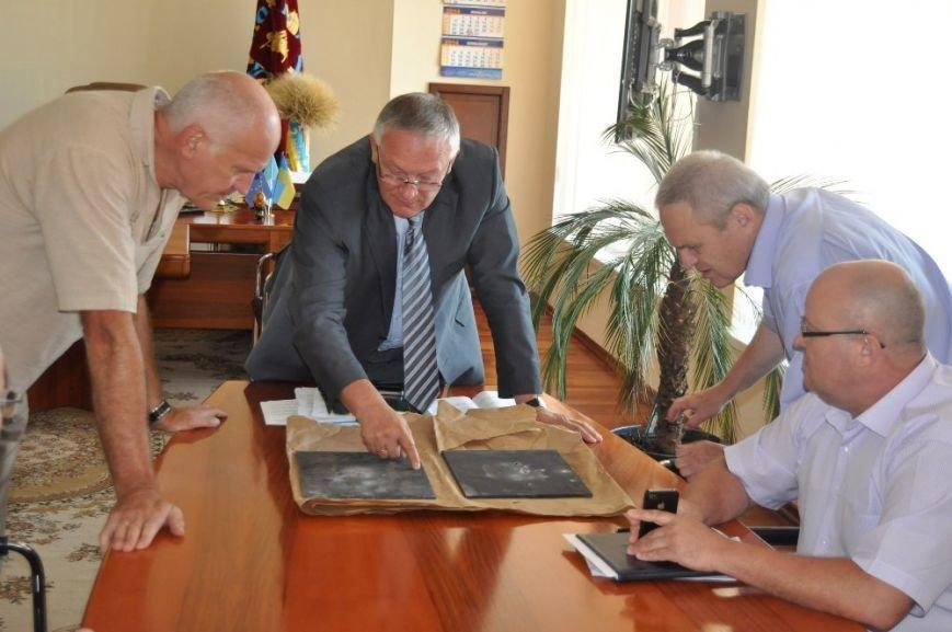 ФОТОФАКТ: Запорожский губернатор показал обстрелянные пластины бронежилетов местного производства, фото-2
