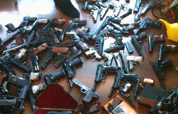 В Киеве промышляла банда торговцев оружием (ФОТО, ВИДЕО), фото-1