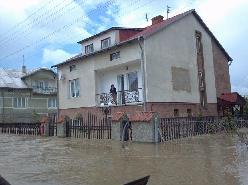 Львів'яни, чиї будинки затопила негода, отримають по … 1000 гривень на ремонт (фоторепортаж, відео), фото-1