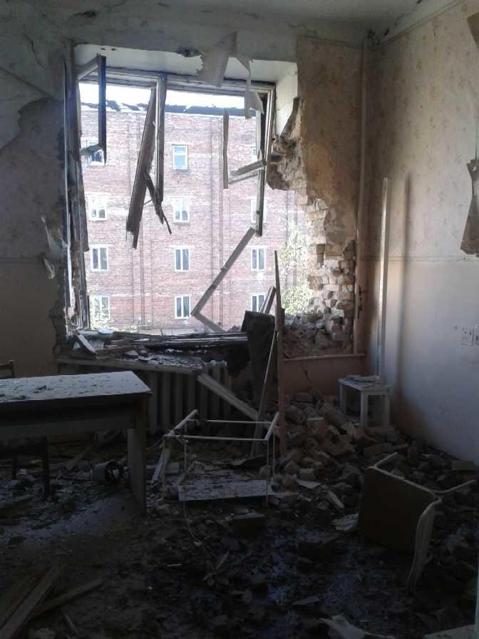 Луганская больница №8 пострадала от обстрела, тяжело ранены трое сотрудников (ФОТО), фото-6