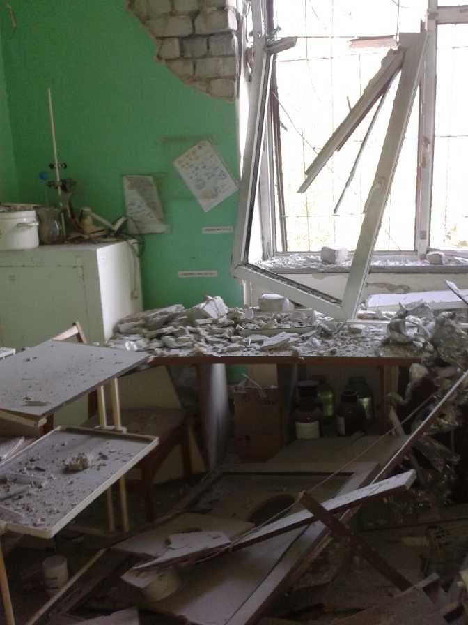 Луганская больница №8 пострадала от обстрела, тяжело ранены трое сотрудников (ФОТО), фото-5