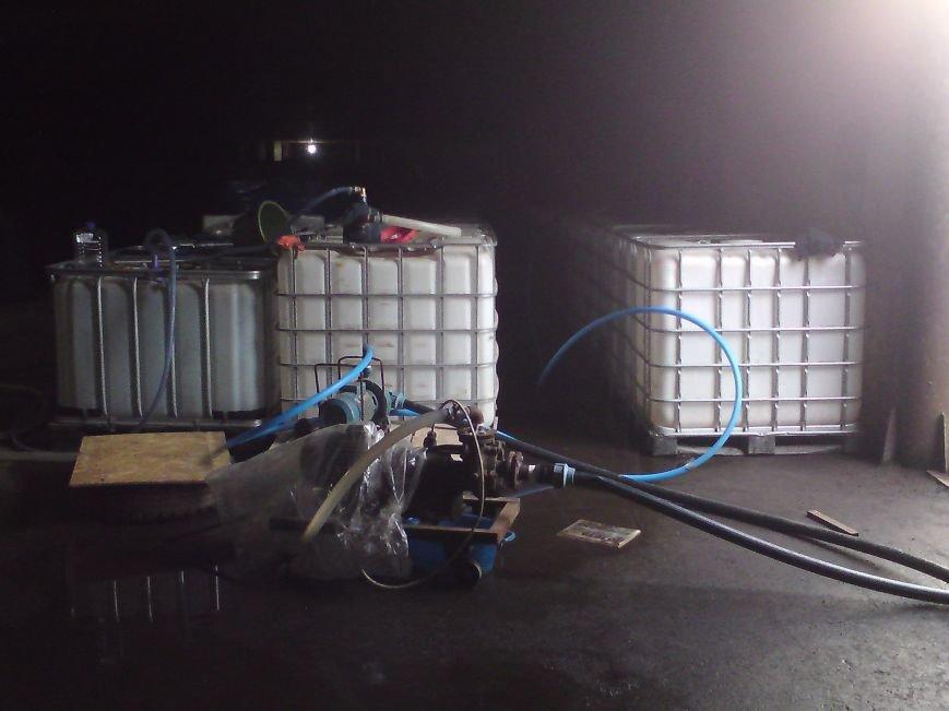 Оперативники Міндоходів Полтавщини у гаражі вилучили 27 тонн «лівого» спирту (Фото), фото-5
