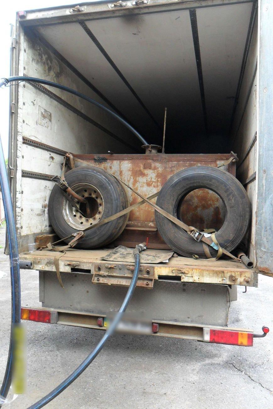 Оперативники Міндоходів Полтавщини у гаражі вилучили 27 тонн «лівого» спирту (Фото), фото-2