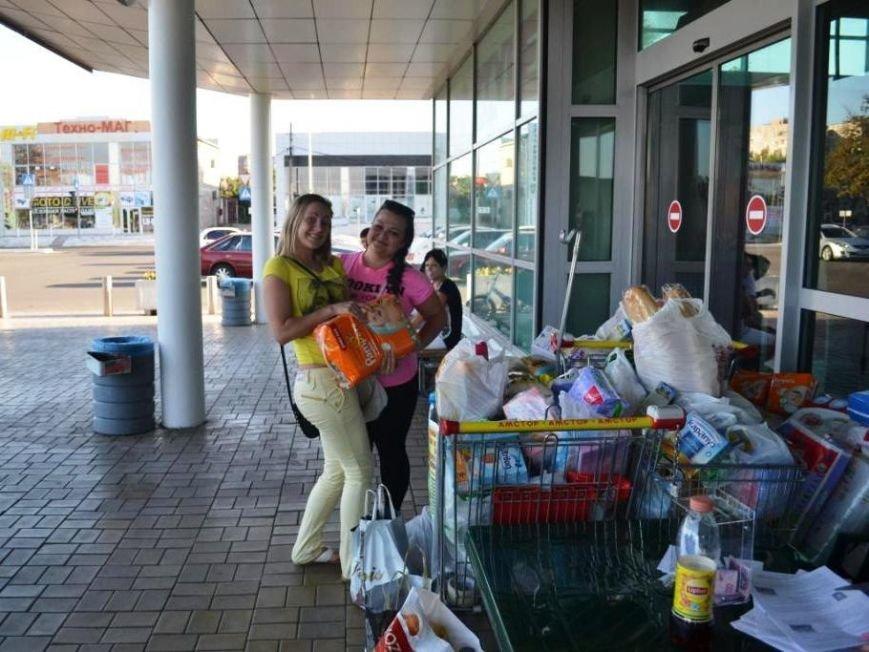 В Мариуполе покупатели супермаркета собрали детям-беженцам 3 тележки товаров и почти 900 грн (ФОТО), фото-8