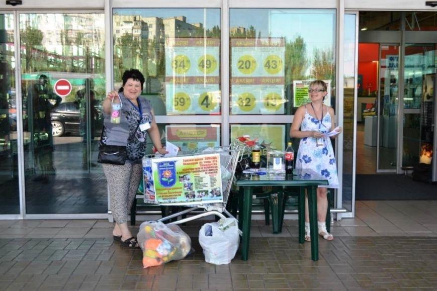 В Мариуполе покупатели супермаркета собрали детям-беженцам 3 тележки товаров и почти 900 грн (ФОТО), фото-3