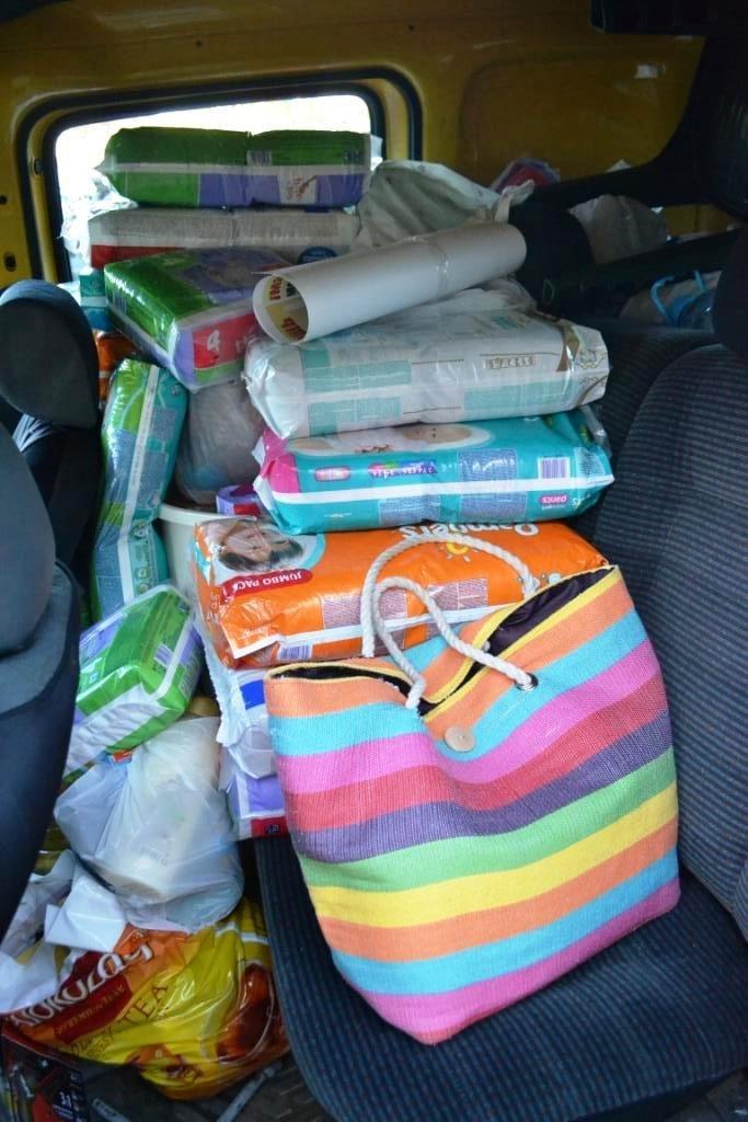 В Мариуполе покупатели супермаркета собрали детям-беженцам 3 тележки товаров и почти 900 грн (ФОТО), фото-11