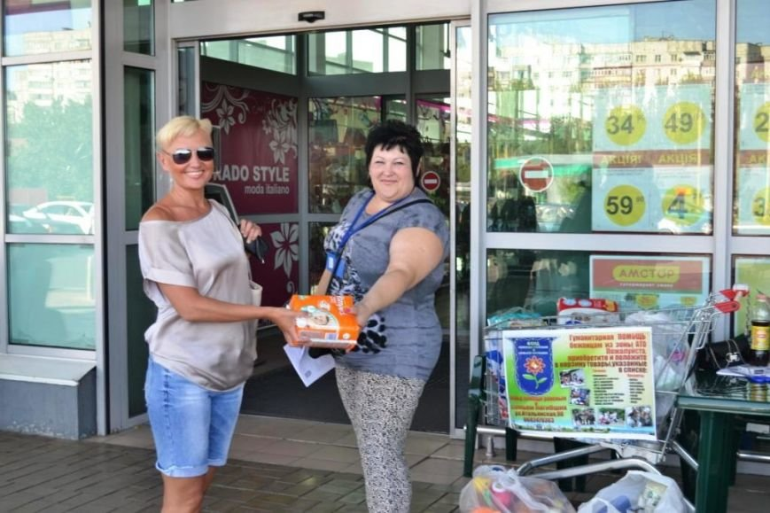В Мариуполе покупатели супермаркета собрали детям-беженцам 3 тележки товаров и почти 900 грн (ФОТО), фото-4