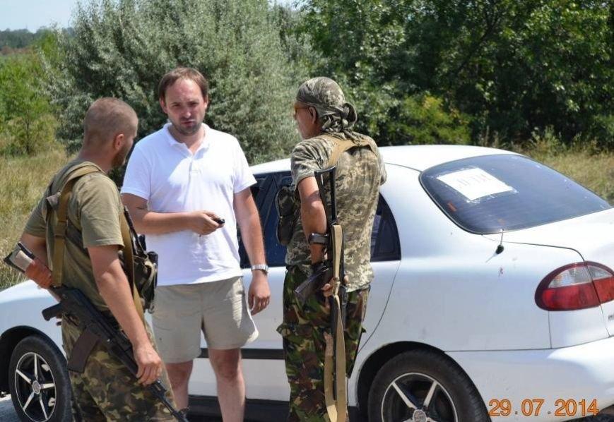 Военные создали «зеленый коридор» для жителей Луганска. При себе иметь белое полотнище или повязку, фото-2