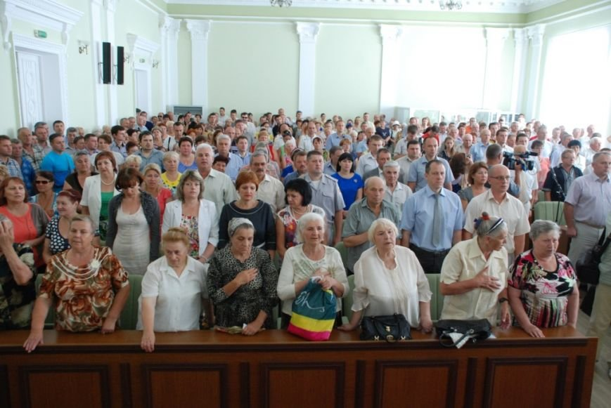 Сессию черниговского горсовета сорвали приведенные в зал пенсионеры, требующие снижения тарифов, фото-7