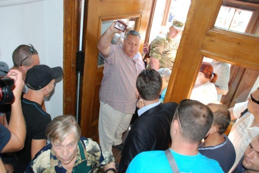 Сессию черниговского горсовета сорвали приведенные в зал пенсионеры, требующие снижения тарифов, фото-4