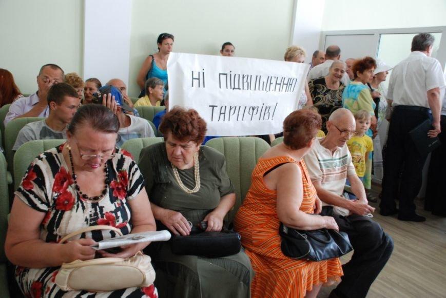 Сессию черниговского горсовета сорвали приведенные в зал пенсионеры, требующие снижения тарифов, фото-6