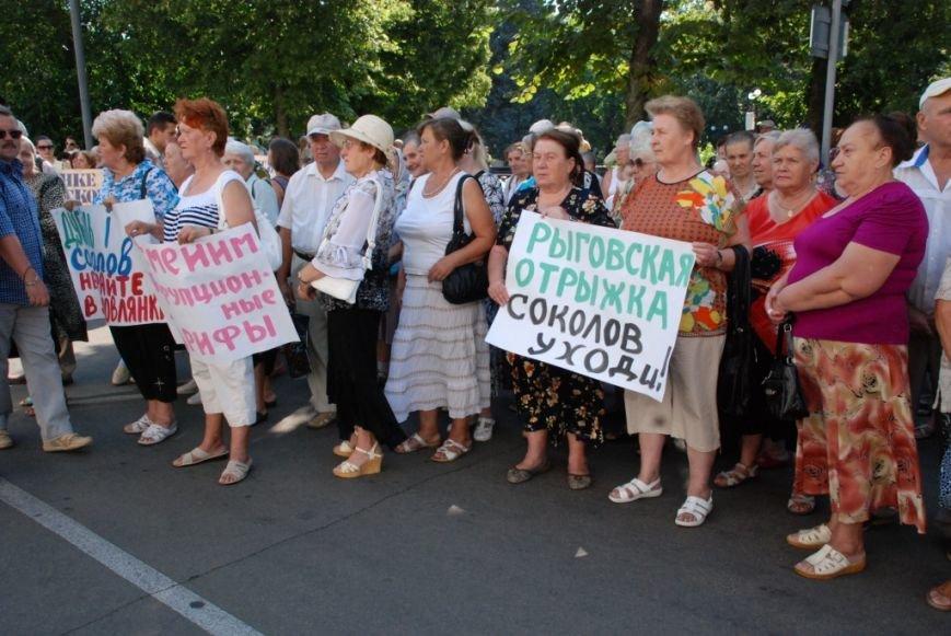Сессию черниговского горсовета сорвали приведенные в зал пенсионеры, требующие снижения тарифов, фото-2