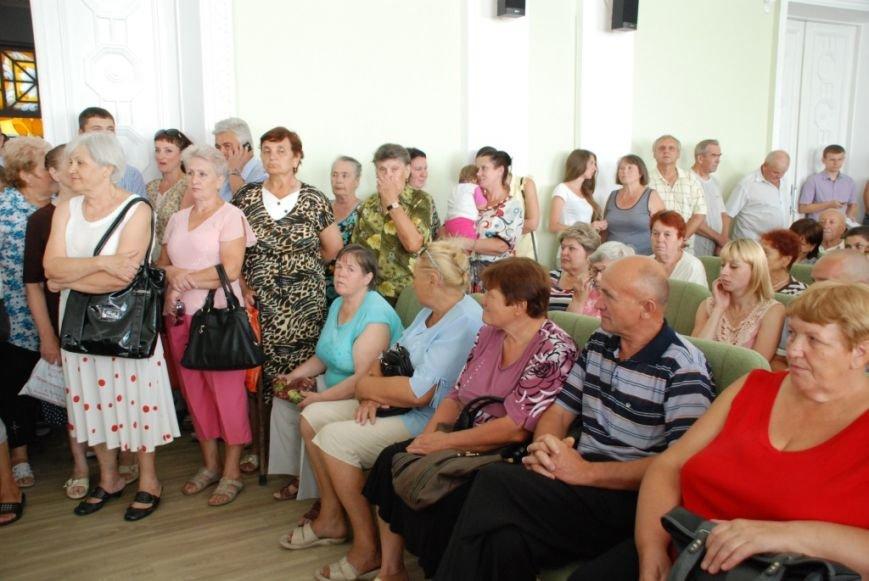 Сессию черниговского горсовета сорвали приведенные в зал пенсионеры, требующие снижения тарифов, фото-5