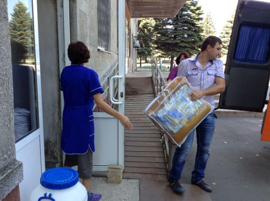 В Красноармейске собрали гуманитарную помощь транзитному пункту для переселенцев из зоны АТО, фото-1