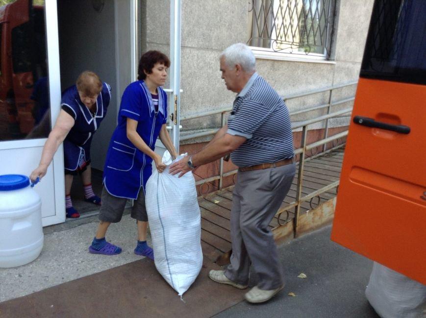 В Красноармейске собрали гуманитарную помощь транзитному пункту для переселенцев из зоны АТО, фото-2