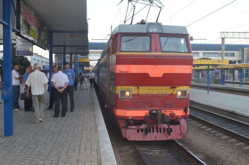 Сегодня в Симферополе проводили первый поезд в Москву в обход Украины (ФОТО), фото-2