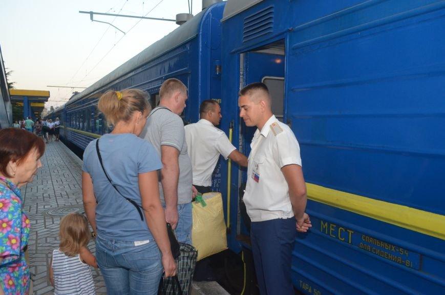Сегодня в Симферополе проводили первый поезд в Москву в обход Украины (ФОТО), фото-4