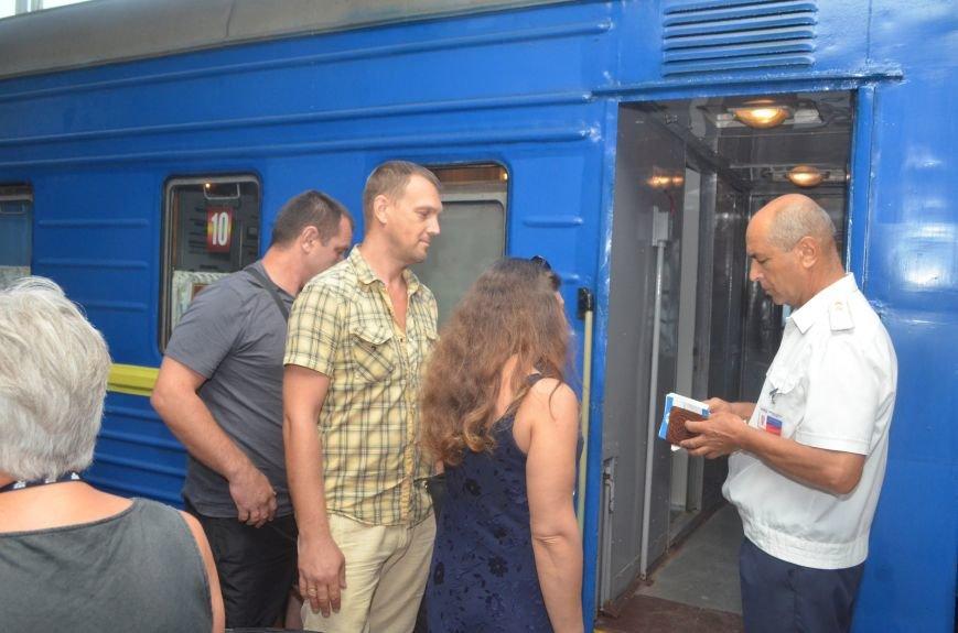 Сегодня в Симферополе проводили первый поезд в Москву в обход Украины (ФОТО), фото-3