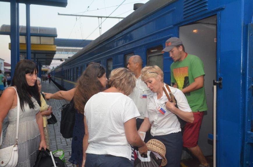 Сегодня в Симферополе проводили первый поезд в Москву в обход Украины (ФОТО), фото-5