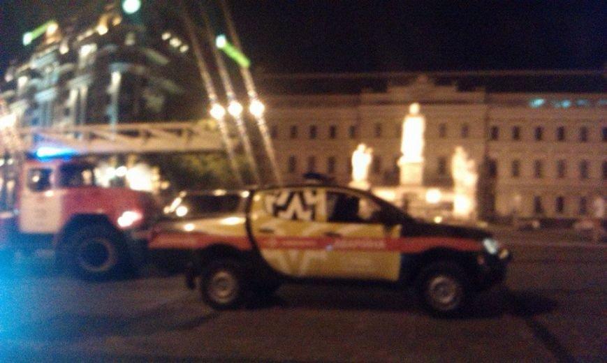 Ночью на Михайловской площади неизвестные подожгли палатки Майдана (ФОТО, ВИДЕО), фото-3