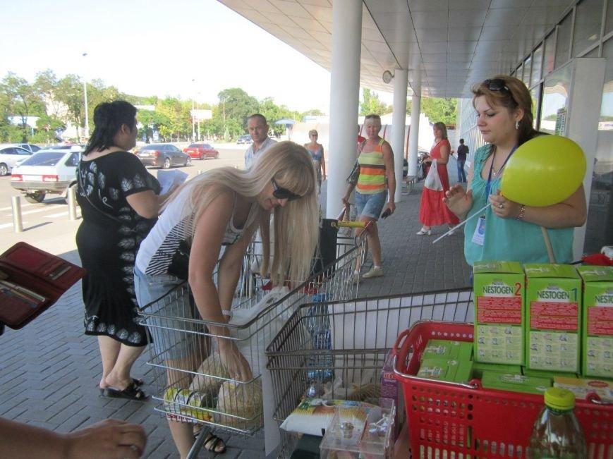 Мариупольцы передали детям-отказничкам из Донецка коляску, 3 тысячи гривен и 4 тележки продуктов (ФОТО), фото-9