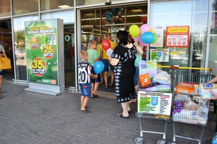 Мариупольцы передали детям-отказничкам из Донецка коляску, 3 тысячи гривен и 4 тележки продуктов (ФОТО), фото-17
