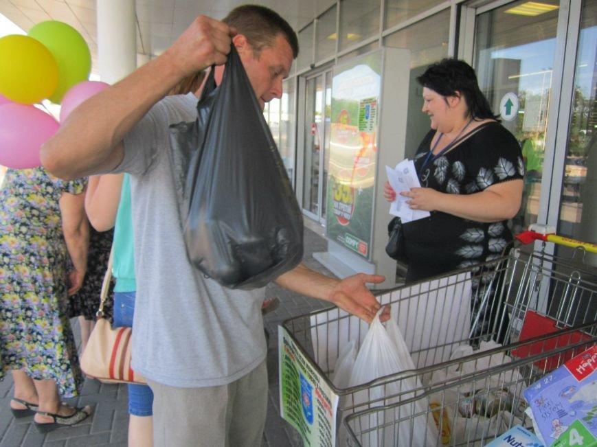 Мариупольцы передали детям-отказничкам из Донецка коляску, 3 тысячи гривен и 4 тележки продуктов (ФОТО), фото-5