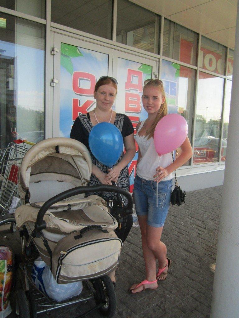 Мариупольцы передали детям-отказничкам из Донецка коляску, 3 тысячи гривен и 4 тележки продуктов (ФОТО), фото-3