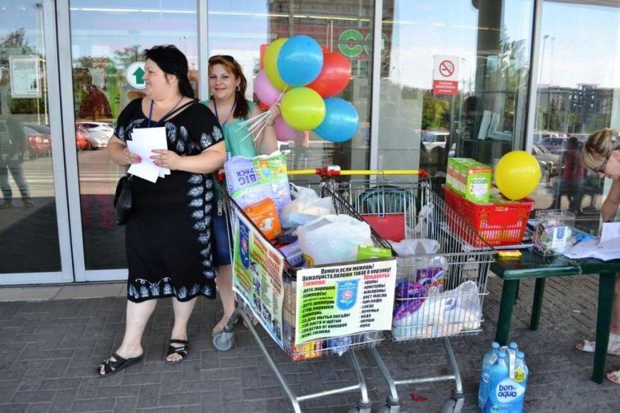 Мариупольцы передали детям-отказничкам из Донецка коляску, 3 тысячи гривен и 4 тележки продуктов (ФОТО), фото-19