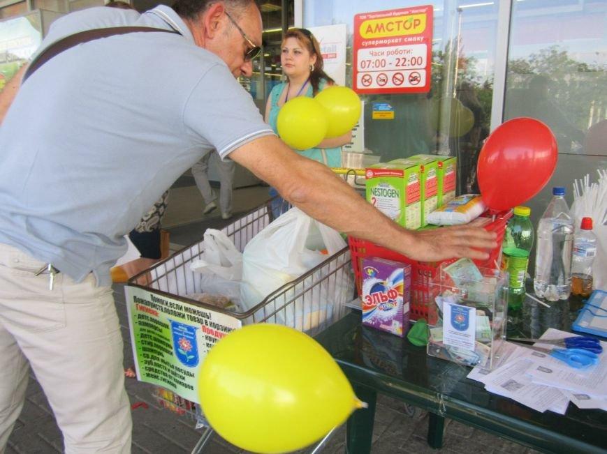 Мариупольцы передали детям-отказничкам из Донецка коляску, 3 тысячи гривен и 4 тележки продуктов (ФОТО), фото-8