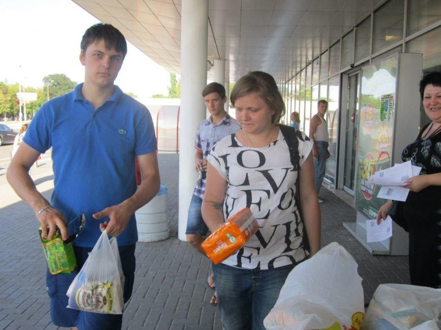 Мариупольцы передали детям-отказничкам из Донецка коляску, 3 тысячи гривен и 4 тележки продуктов (ФОТО), фото-6