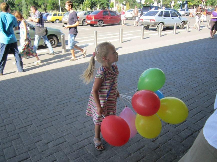 Мариупольцы передали детям-отказничкам из Донецка коляску, 3 тысячи гривен и 4 тележки продуктов (ФОТО), фото-11