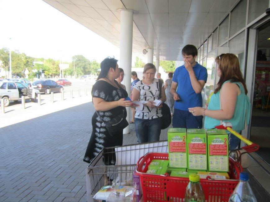 Мариупольцы передали детям-отказничкам из Донецка коляску, 3 тысячи гривен и 4 тележки продуктов (ФОТО), фото-10